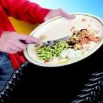 Santé chien: Peut-on donner les restes du repas à son chien?